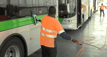 Nettoyage d'autobus et d'autocars à l'eau ultra pure