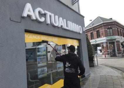 Illustration de chantier de nettoyage de vitres chez un client à La Louvière (Hainaut, Belgique)