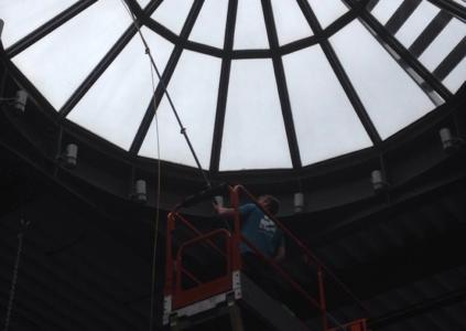 Entretient dôme de toiture vitré