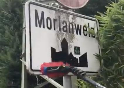 Nettoyage des surfaces des panneaux routiers