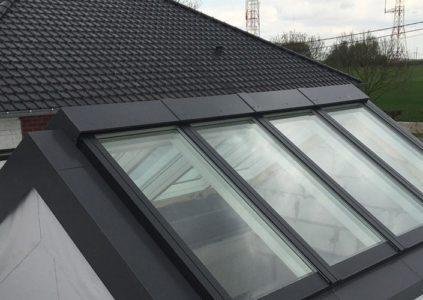 Nettoyage verrière linéaire de toit