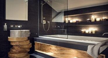 Nettoyage de parois vitrées de douche et de baignoire à l'eau ultra pure