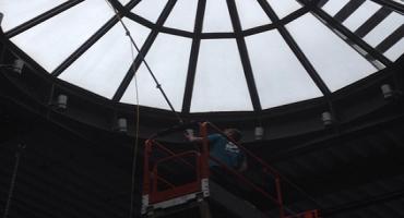 Nettoyage de domes de toiture vitres à l'eau ultra pure