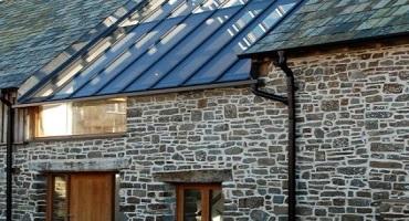 Nettoyage de toiture en verre à l'eau ultra pure