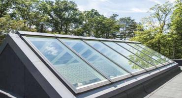 Nettoyage de verriere lineaire de toit à l'eau ultra pure